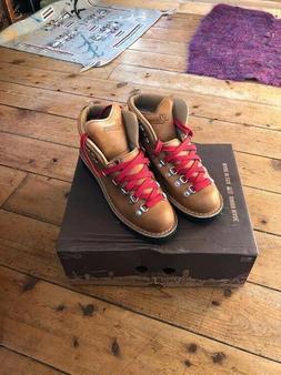 Danner Womens Mountain Light Cascade Brown Hiking Boots wome